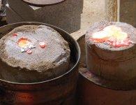 10 - Les moules de potée remplis de bronze fondu